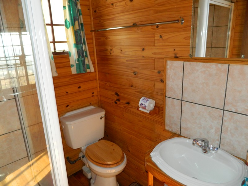 Timber Cottage bathroom